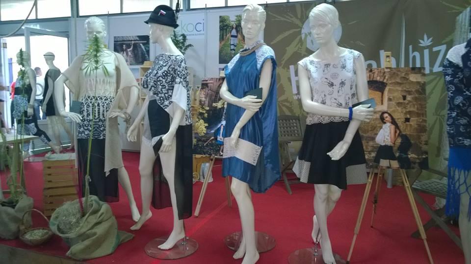 Razstava konopljinih oblačil na sejmu Agra 2015